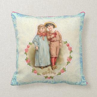 Coussin Cadeau victorien vintage d'enfants de l'amour