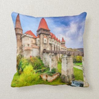 Coussin Carreau de polyester, château de Corvin