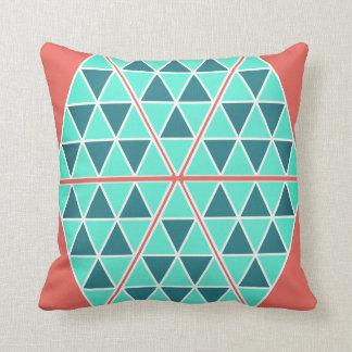 Coussin Carreau de triangles/pyramides de turquoise