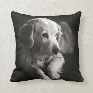 Coussin Carreau triste noir et blanc du chien |