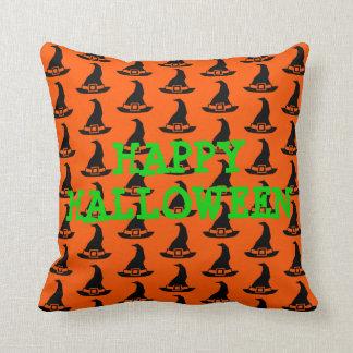 Coussin Casquettes noirs de sorcière sur l'orange