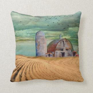 Coussin Champ de blé de ferme avec la grange