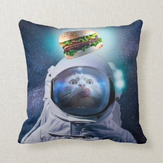 Coussin Chat d'astronaute regardant l'hamburger