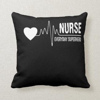 Coussin Chemise quotidienne de fierté d'infirmière de