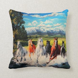 Coussin Chevaux de ranch courus par la peinture de paysage