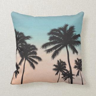 Coussin Ciel bleu et carreau tropicaux des palmiers |