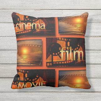 Coussin Collage orange et noir de film de film de cinéma