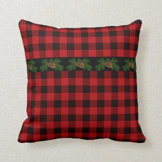 Coussin Cône rouge et noir de pays de plaid de pin
