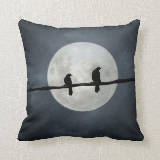 Coussin Corneilles de pleine lune sur la ligne