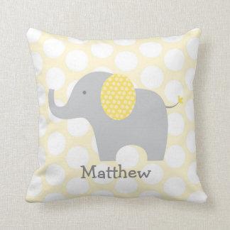 Coussin Crèche jaune d'éléphant de point de polka