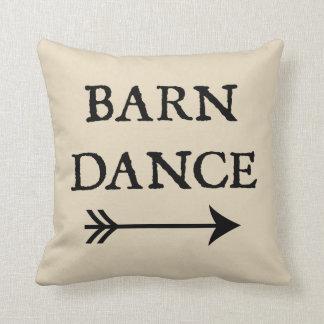 Coussin Danse de grange avec le carreau de ferme de flèche