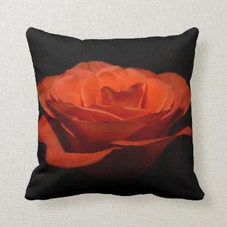 Coussin de fleur - rose rouge et pivoine rose