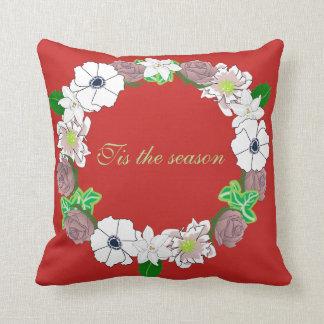 Coussin de Noël comportant une guirlande florale
