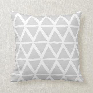 Coussin décoratif géométrique de triangles