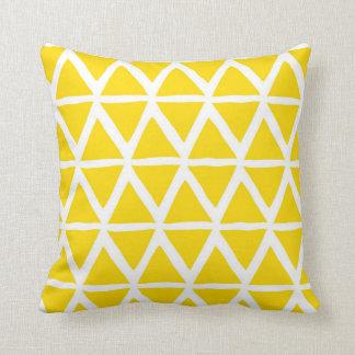 Coussin décoratif géométrique de triangles jaunes