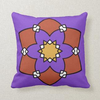"""Coussin décoratif, """"Rosace"""", violet et vermillon"""
