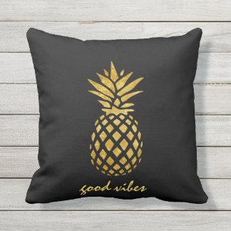 Coussin D'extérieur Bonne typographie de Vives d'ananas chic de