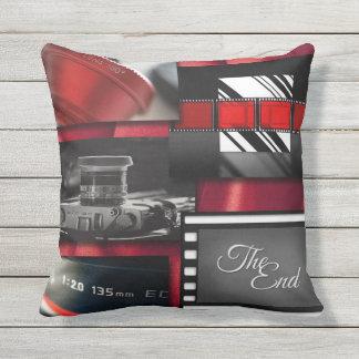 Coussin D'extérieur Collage noir et blanc rouge de film
