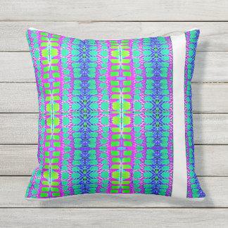 Coussin D'extérieur Modern cushion by Noëlle Gourlet