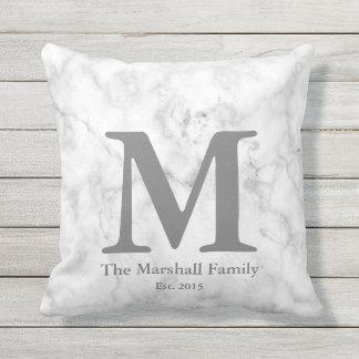Coussin D'extérieur Monogramme de marbre fait sur commande de famille