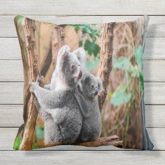 Coussin D'extérieur Ours de koala de mère et de bébé
