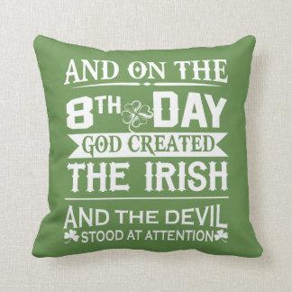 Coussin Dieu a créé l'irlandais
