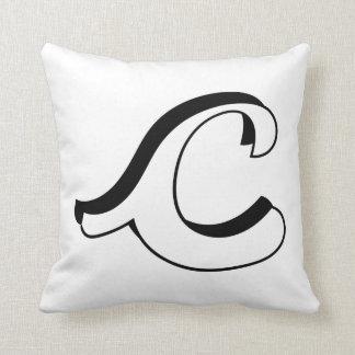Coussin d'initiale de la lettre C