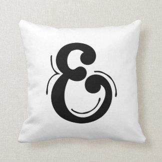 Coussin d'initiale de la lettre E