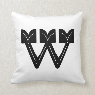 Coussin d'initiale de W, coussin de la lettre W