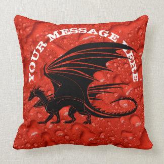 Coussin Dragon noir sur l'arrière - plan rouge