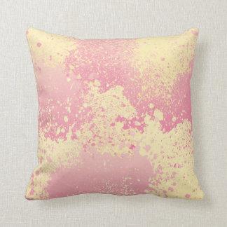 Coussin Éclaboussure rose et jaune de peinture