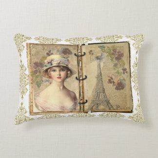 Coussin en filigrane de femme de Paris d'or