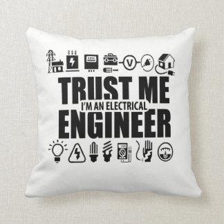 Coussin Faites- confiancemoi, je suis un ingénieur