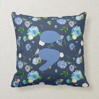 Coussin floral bleu de point-virgule