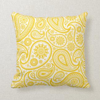 Coussin floral jaune de motif de Paisley