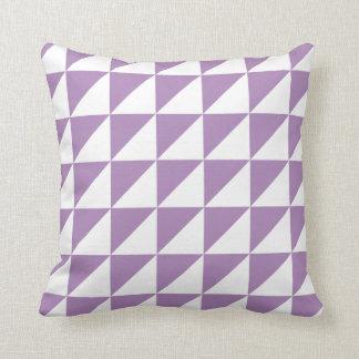 Coussin géométrique moderne dans la violette