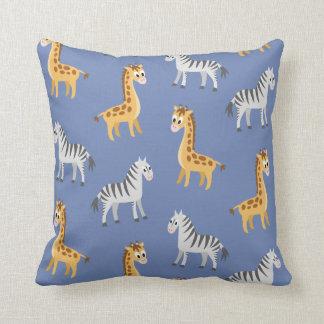 Coussin Girafes et zèbres mignons de safari d'animal