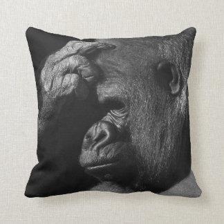Coussin Gorille s'affligeant