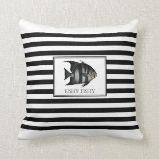 Coussin Graphique vintage de poissons sur le backg noir et