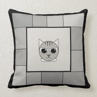 Coussin gris à la mode de carré de chat tigré