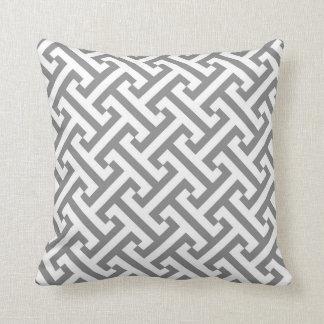 Coussin Gris et blanc géométriques grecs de motif