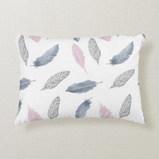 Coussin gris rose de plumes