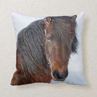 Coussin Headshot islandais majestueux de cheval