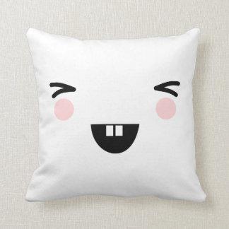 Coussin japonais riant de visage de kawaii