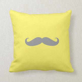 Coussin - jaune avec la moustache grise