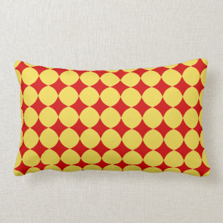 Coussin jaune de point de polka