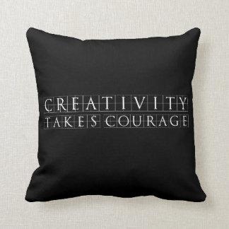 Coussin La créativité prend le noir de courage