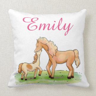 Coussin L'amour équestre de cheval de mère et d'enfant