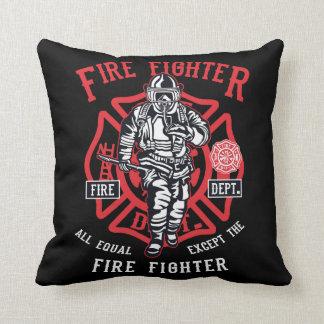 Coussin Le pompier | non tous les hommes sont égal