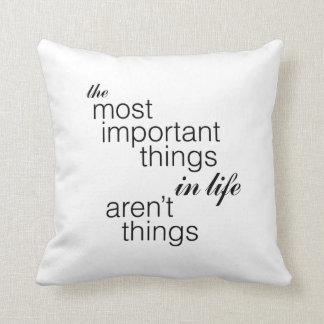 Coussin Les choses les plus importantes dans la vie ne
